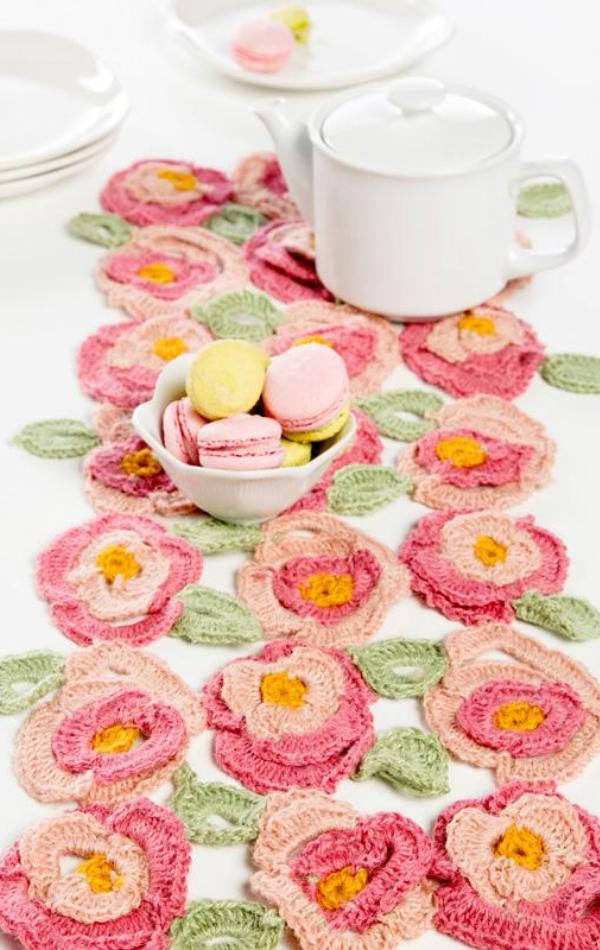 free crochet pattern: Spring Table Runner